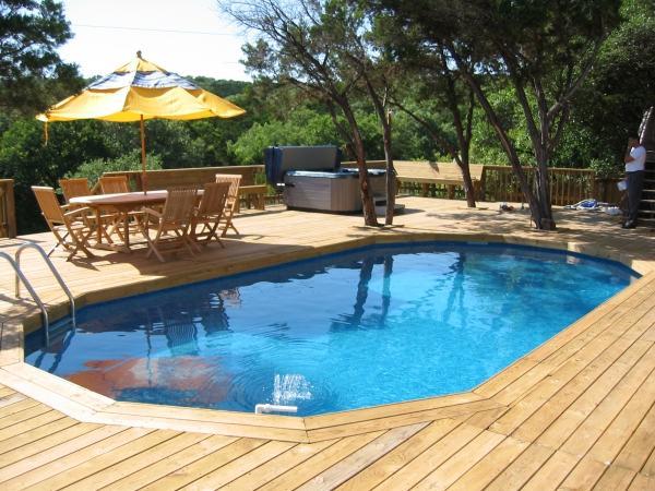 piscina feita de paletes reciclado com deck